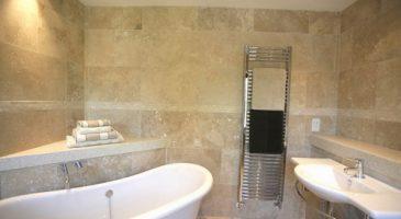 stylish travertine bathroom tile ideas